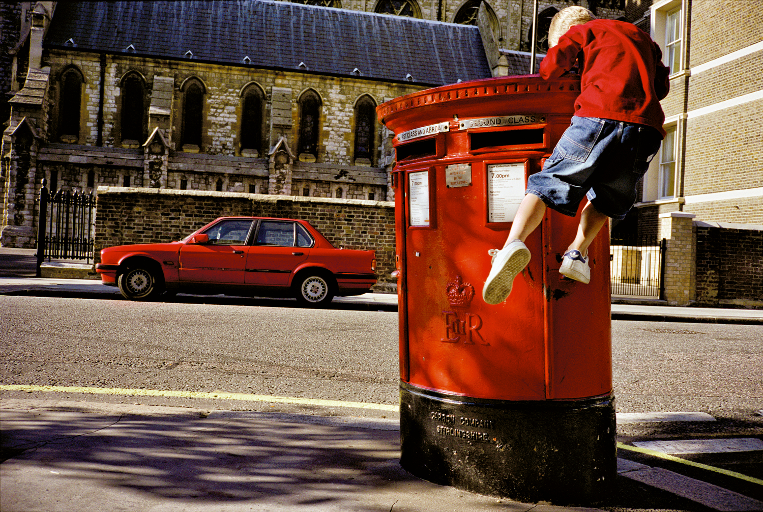 MATT STUART_PHOTOGRAPHER_STREET_COLOUR_LONDON_06.jpg