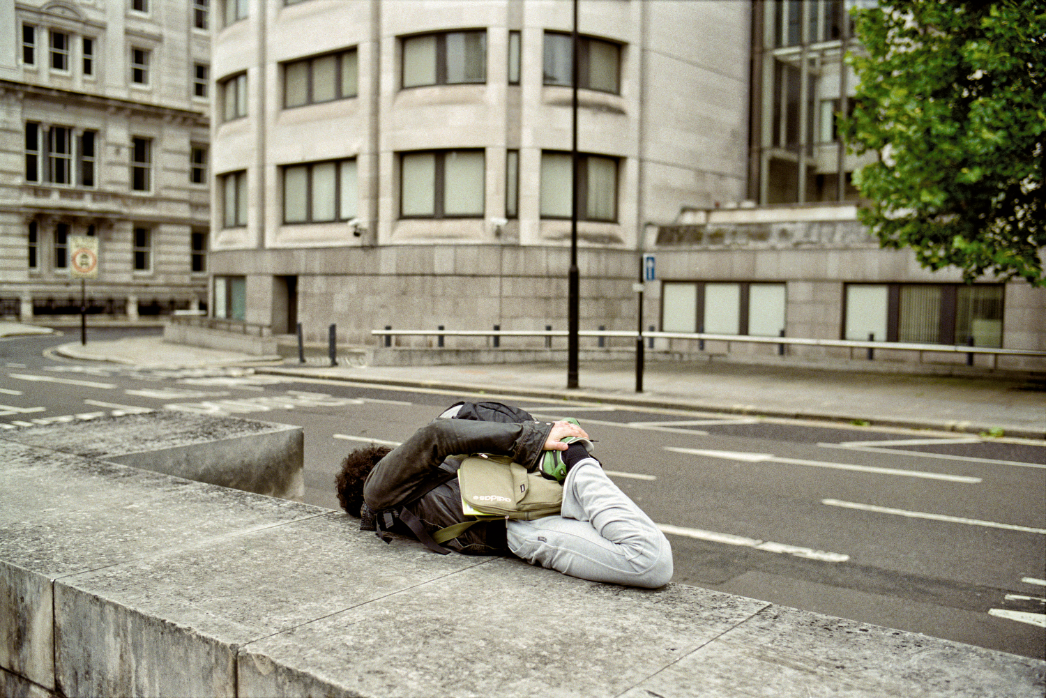 MATT STUART_PHOTOGRAPHER_STREET_COLOUR_LONDON_20.jpg