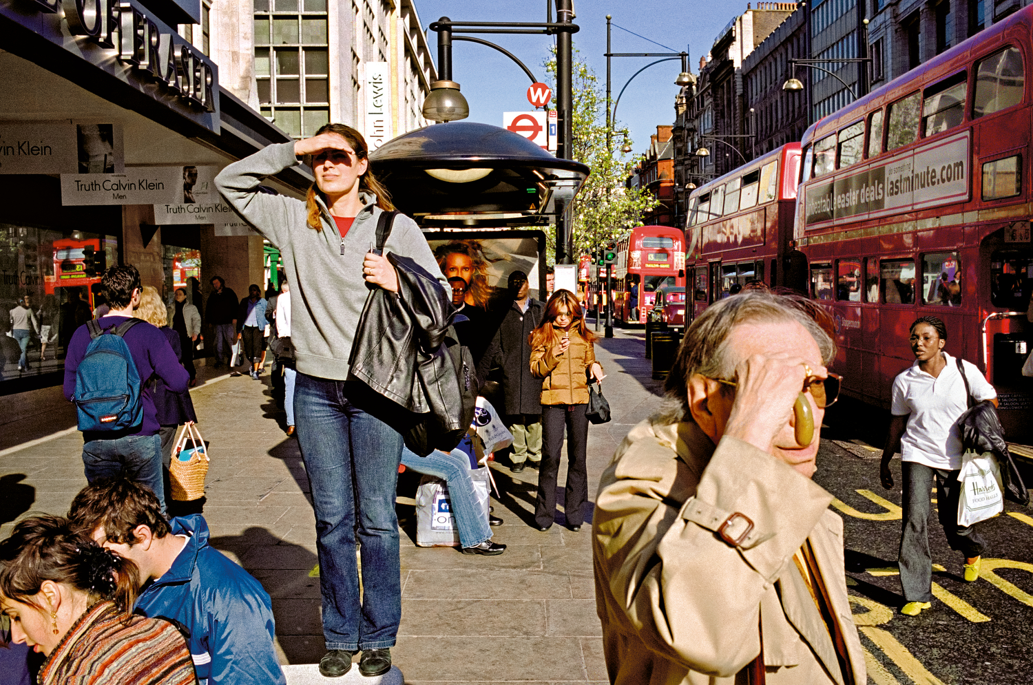 MATT STUART_PHOTOGRAPHER_STREET_COLOUR_LONDON_01.jpg