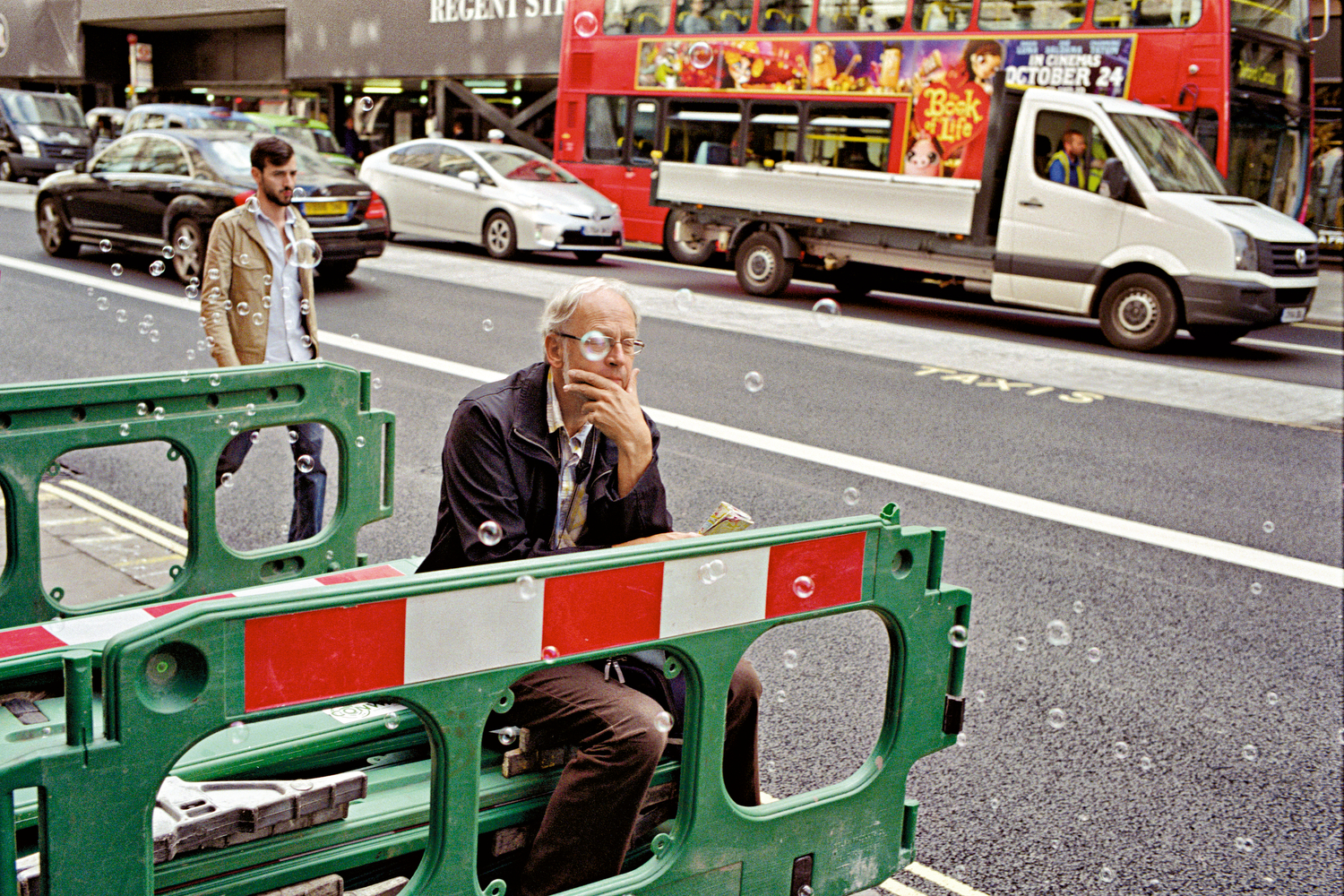 MATT STUART_PHOTOGRAPHER_STREET_COLOUR_LONDON_11.jpg