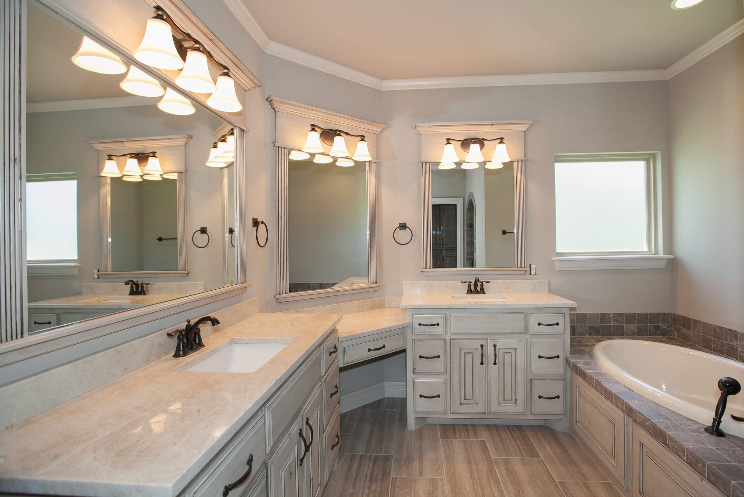 020_Master Bathroom.jpg