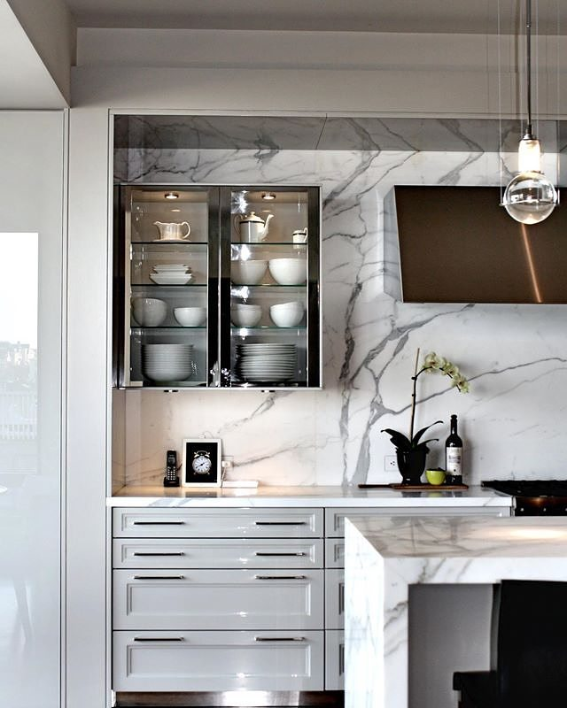 Classic with a modern touch.  That pretty much sums up the #beauxarts kitchen from @siematic_kitchen #chrome #marble #grey #kitchen #classic @binnsdesign