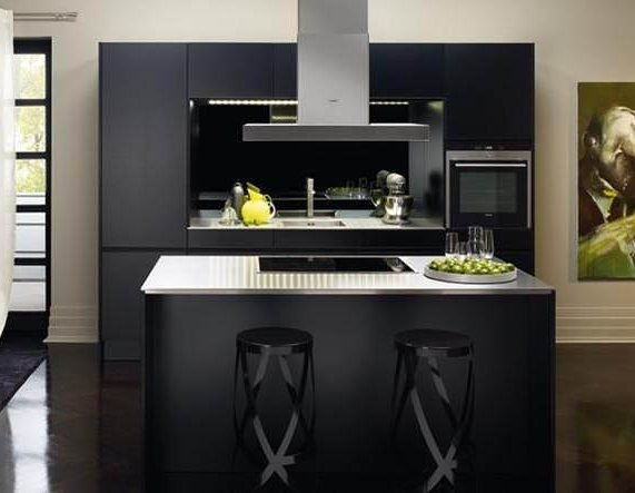 Small yet sophisticated, this #compact #kitchen by @siematic_kitchen  is the perfect blend between #functionality and #style. @binnsdesign