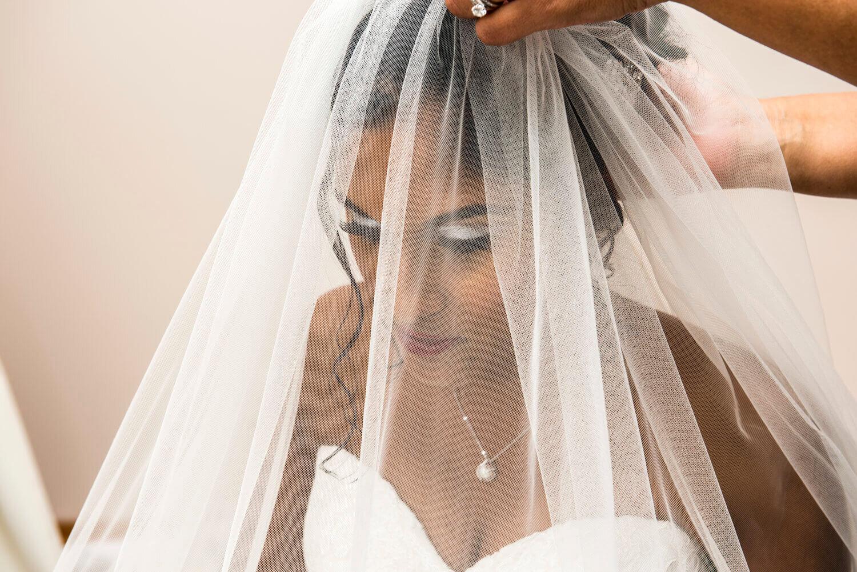real-weddings-bride-frances-white-veil