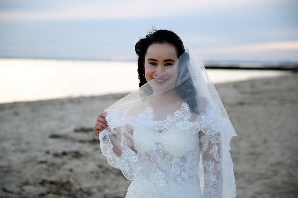 real-weddings-bride-huyen-white-vintage-dress
