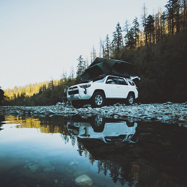 Happy #laborday everybody! Hope everyone is enjoying the great outdoors this long weekend! 📸:@hellovishnu . . . . . #labordayweekend #getoutside #cvt #rooftoptents #toyota #4runner #campvibes #weekendvibes #pnw #pnwonderland #offroad #roomwithaview #riverlife #campingelevated #homeiswhereyouparkit #reflections #overland