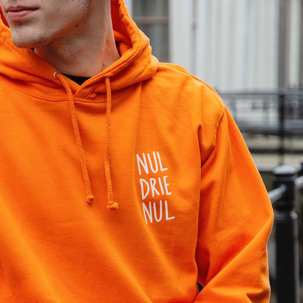 NUL-DRIE-NUL-HOODIE-ORANJE-I-zoom.jpg