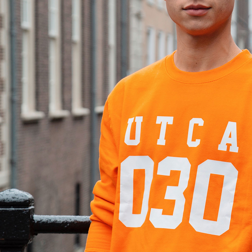 UTCA-030-SWEATER-ORANJE-zoom.jpg