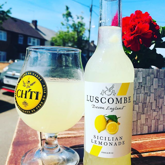 On day like today it's hard to resist sitting outside under the shade of the awning, with a nice cold glass of lemonade 😋 #lemonade #drinkstagram #cookhamdeli