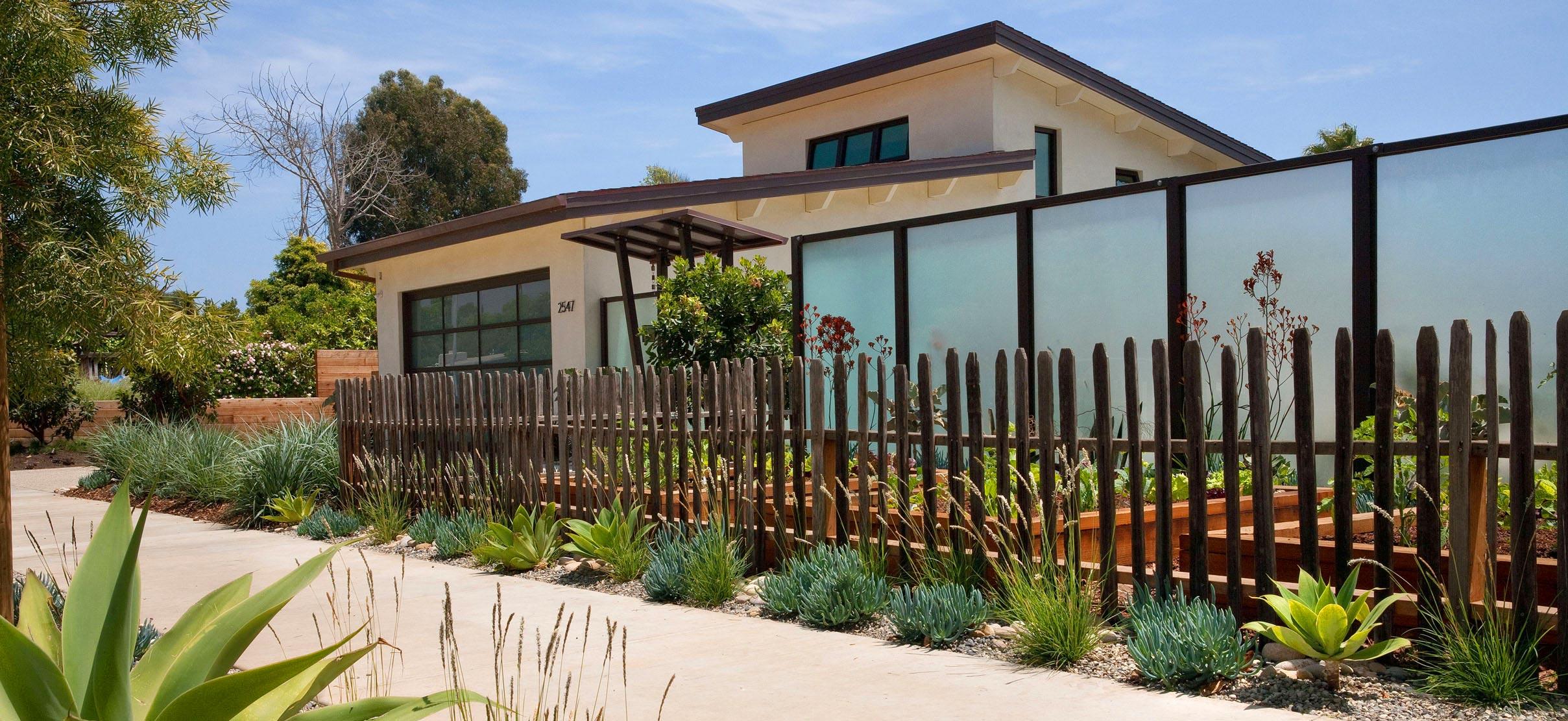 10-wooden-fence.jpg