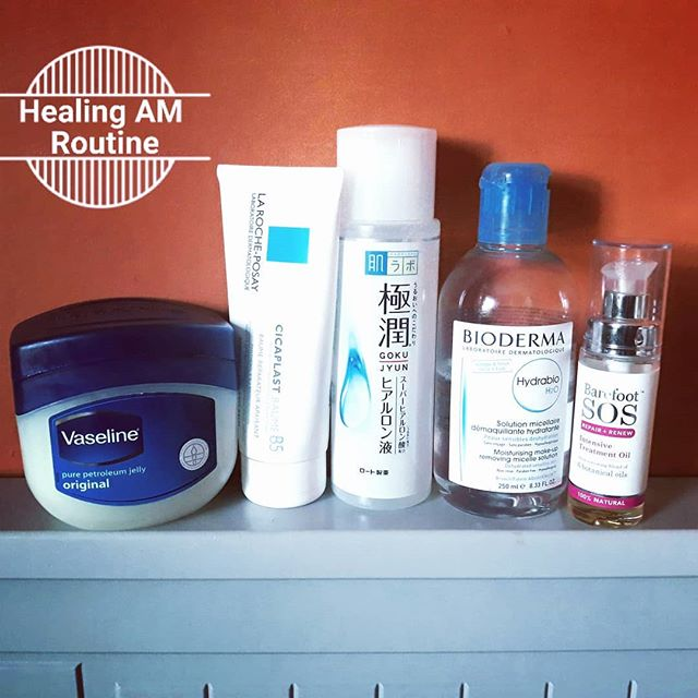 My period brings on the worst flare-up and I pare back my facial routine to soothe and moisturise as I heal. In the morning:  CLEANSER: no water just micellar, Bioderma Hydrabio on cotton pads until dead skin has come off and pad comes away clear.  TREATMENT: La Roche Posay Cicaplast Basume B5 on sore patches to try and stem further irritation. Barefoot SOS Repair and Renew Intensive Treatment Oil all over to soothe.  MOISTURISER: Vaseline and Hada Labo Goku Jyun mixed together. Makes a lovely gel to hydrate and lock in moisture.  #periodproblems #healingskincare #eczemaflare