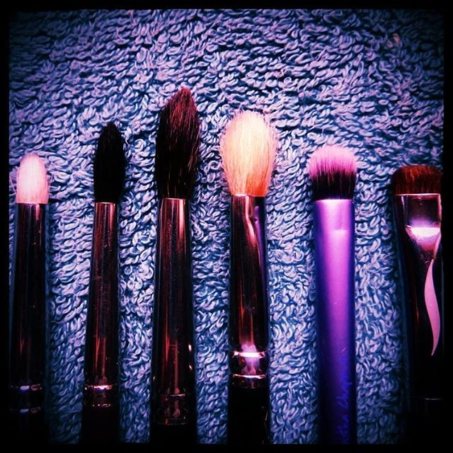 My Best Eye Brushes from L to R: · Zoeva Luxe Pencil Brush · Louise Young LY38B Small Tapered Brush · Fero Socket Brush · MAC 217S Blending Brush · Real Techniques Shading Brush · Sephora Collection Pro Smudge #11  Tell me if there are any other amazing eye brushes I should know about!  #eyebrushes #eyemakeup  My favourite out of all of them is the Real Techniques Shading Brush, it's multipurpose and with 2 of these I can do a complete eye look! (Close up and full length photo, description and review of each at beautyliterate.com)