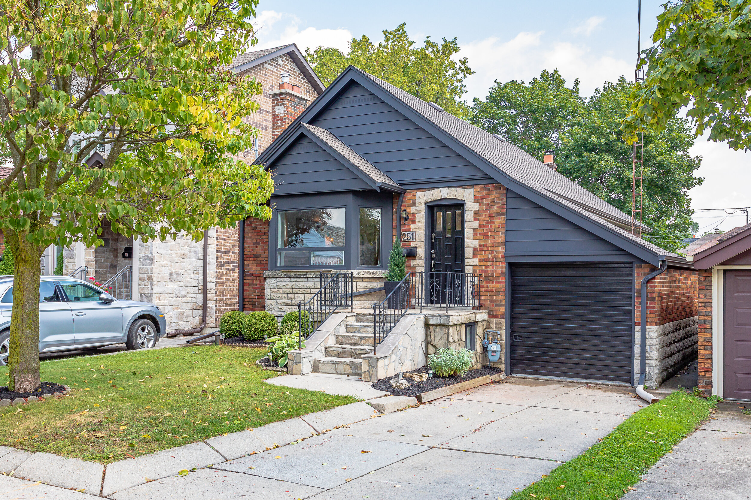 251 Dewhurst Blvd N - Danforth Village