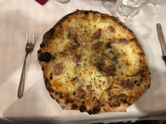 pizza from Dar Poeta