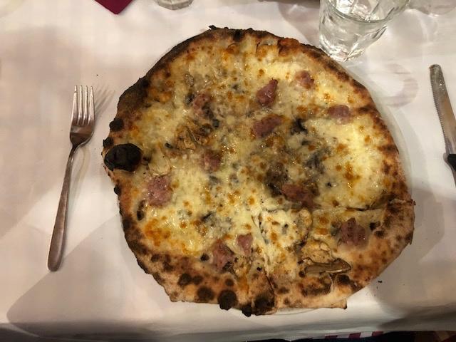 pizza from Dar Poeta