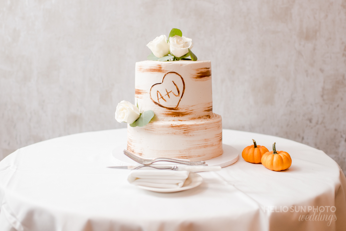 Wedding Cake. Helio Sun Photo