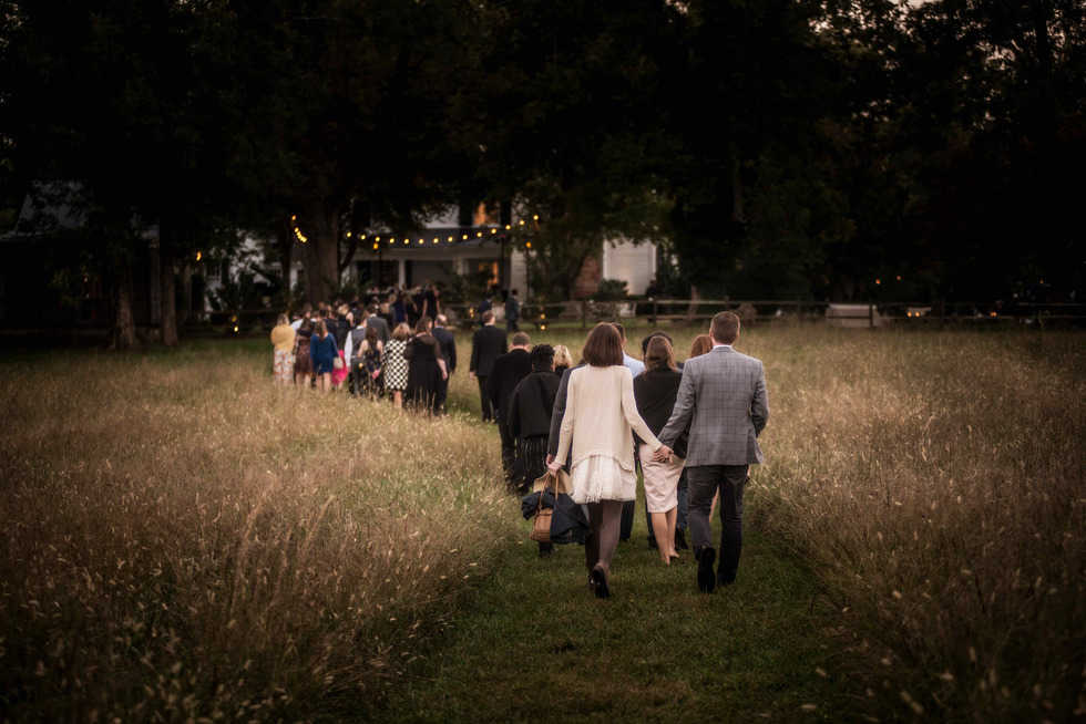 Guests-Walking-to-Cocktail-Hour-1.jpg