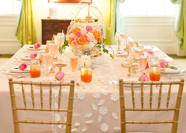 Southern-Weddings-pink-and-orange-table
