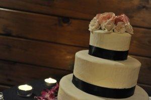 barn-wedding-cake.jpg
