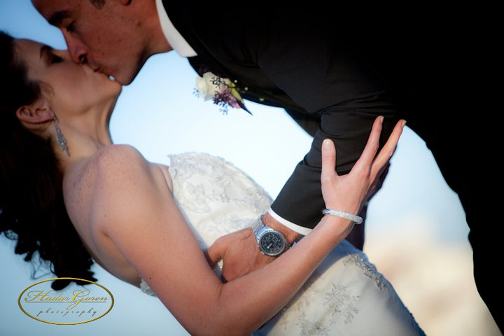 bride2band2bgroom2bkiss1.jpg