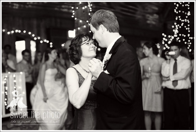 snipes-farm-wedding-groom-mom-dance.jpg