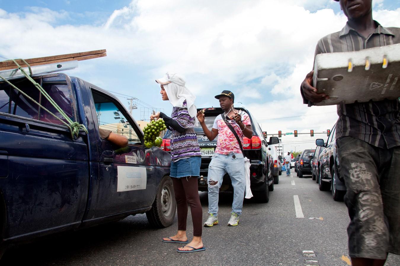 Street Vendor |  Vendedora de Semáforo  (2014)