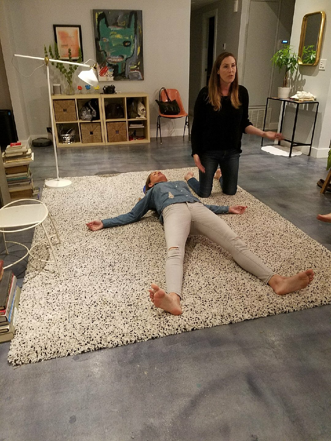 Just a casual foam roller moment between friends: here I am leading my friend Laura of @Queen_Canna in the spine release move I adore.