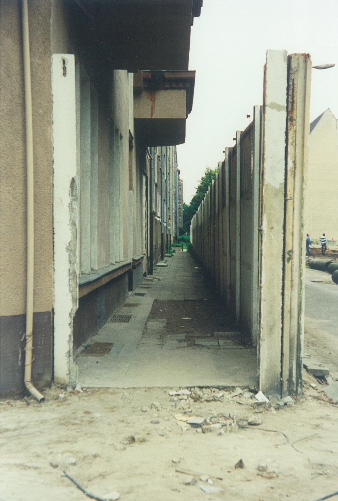 The Wall stood a mere 1.5 meters from the Neumann's front door. Photo taken ca. 1989.