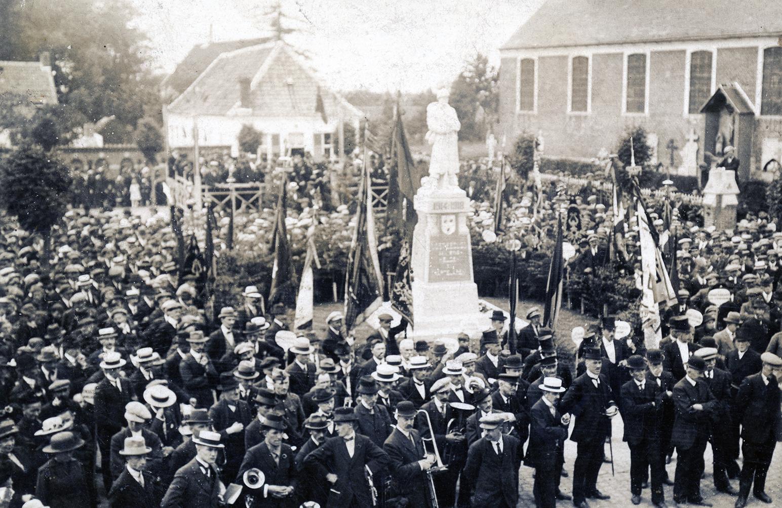 1921 inhuldiging oorlogsmonument Oosteeklo foto rita Dhaeze