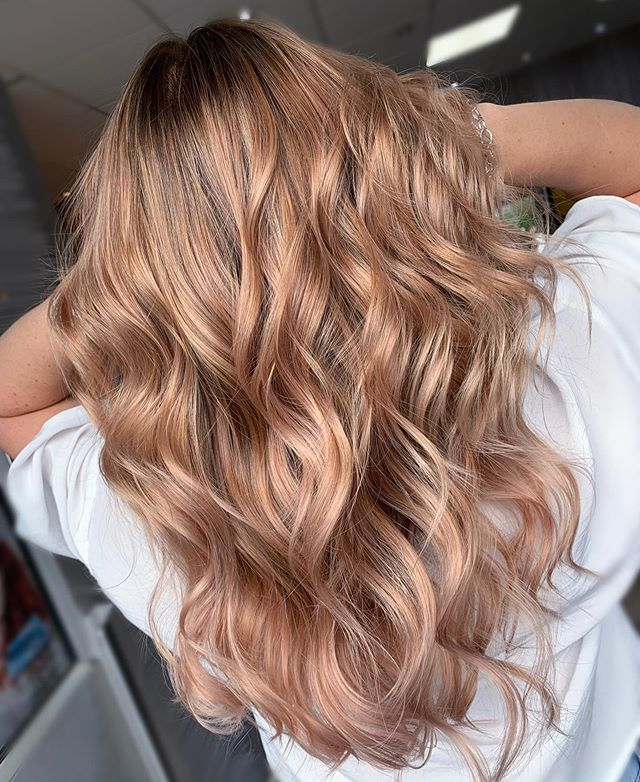 Metallic Rose ... because sometimes it's nice to have a change. And the beauty of pink... it will just fade back to blonde 👍🏻 . . #asphair #aspcolour #aspcolourrebels #aspcolourrebel #asp #affinageuk #affinagecolour #rosegoldhair #wavyhair #hairgoals #pinktomaketheboyswink #pinkhair #rosegold #cardiff #cardiffhair #cardiffsalon #cardiffbusiness #cardifflife