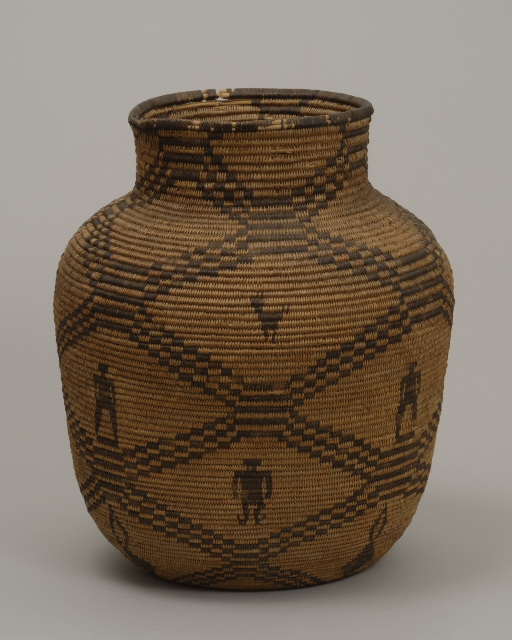 Western Apache, Arizona,jar-shaped basket, early 20th century. Willow, martynia, and cottonwood, 15 15/16 × 13 3/8 in. Hood Museum of Art, Dartmouth College: Gift of Miss Annah P. Hazen; 158.24.14208.