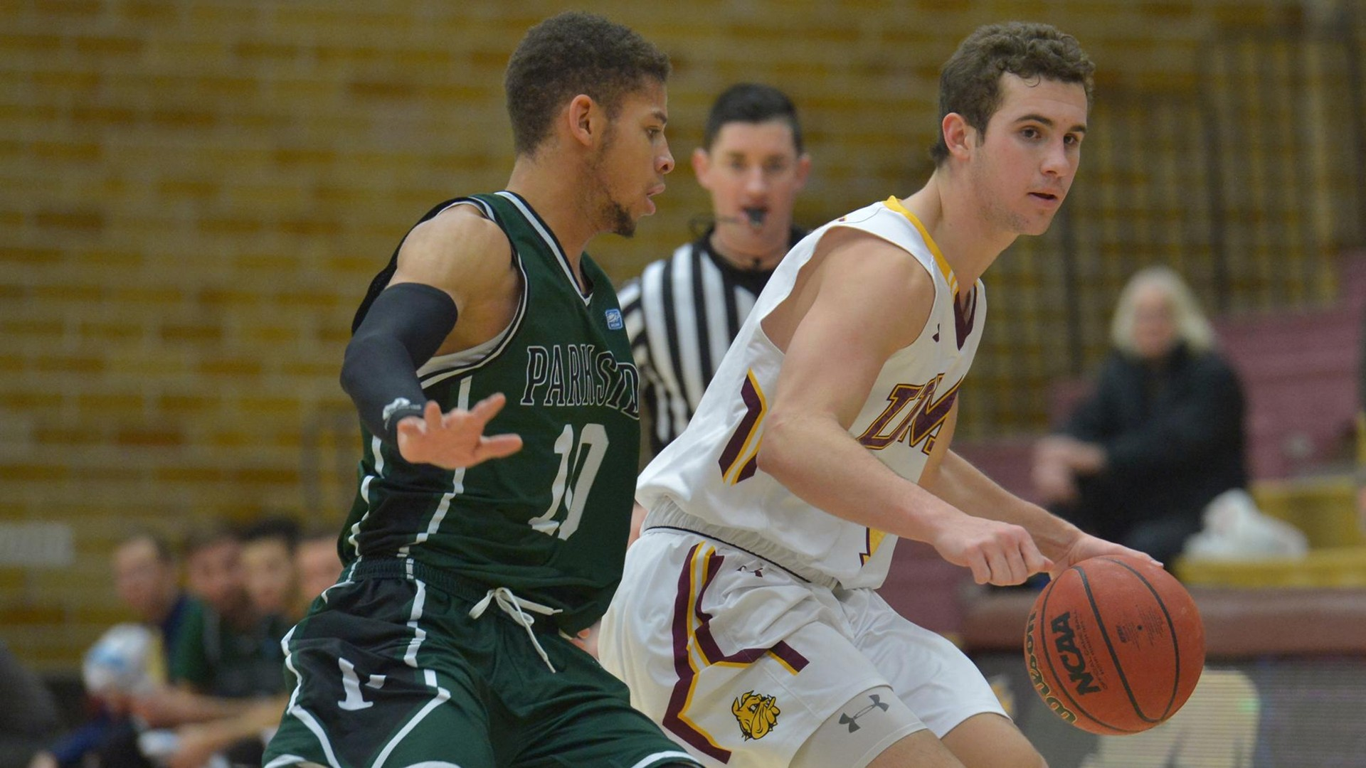DULUTH, MN - Dec. 19, 2016. Then-freshman guard Logan Rohrscheib finished a perfect 4-for-4 at the free-throw line while racking up four assists to compliment seven points against the University of Wisconsin-Parkside Rangers. Photo credit: Brett Groehler