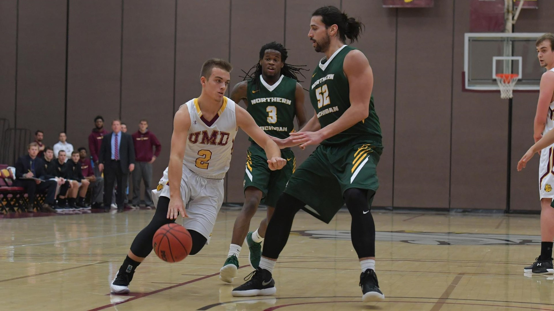 DULUTH, MN - Dec. 19, 2017. Redshirt-sophomore Trevor Entwisle collects a game-high four assists in a 87-82 win over the Northern Michigan Wildcats.