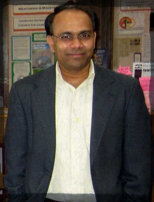 Dr. Venkatram Mereddy, a professor in the Department of Pharmacy and the Department of Chemistry and Biochemistry, works with undergraduate researchers. According to Dr. Mereddy, 70 to 80 percent of undergraduate students participate in research. Photo courtesy of Dr. Mereddy