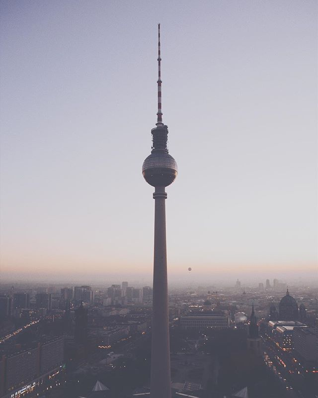 That magical moment. Our city looks so peaceful up here ❤️🏙 📸: @am386 #TheVFDCollective #CreateWithVFDCo #reasontoroam #sunset #berlin #alexanderplatz #streetdreams #liveauthentic #moodygrams #cityscapes #citydreams #vsco #mystoryinwhite #wekeepmoments #lifestyleblogger #awakethesoul #mapify #visualscollective #inspiration #thehappynow #stayandwander #folksouls #wanderlust #liveauthentic #folkvibe #folkgood #welivetotravel