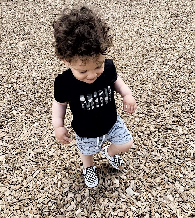 Gorgeous little Gabriel in our camo print MINI tee 🖤 His MAMA is behind the fab @mama_society brand who throw lovely brunches where you can meet new mums and enjoy some great food! Go give her a follow and find out about an event near you! #sharingiscaring #mybebeandme