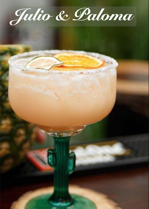 Ingredientes - • 2oz. de tequila• 1/2 Grand Marnier• 1oz. jugo de limón• 1oz. jugo de toronja• 1oz. crema de coco• 1oz. agave