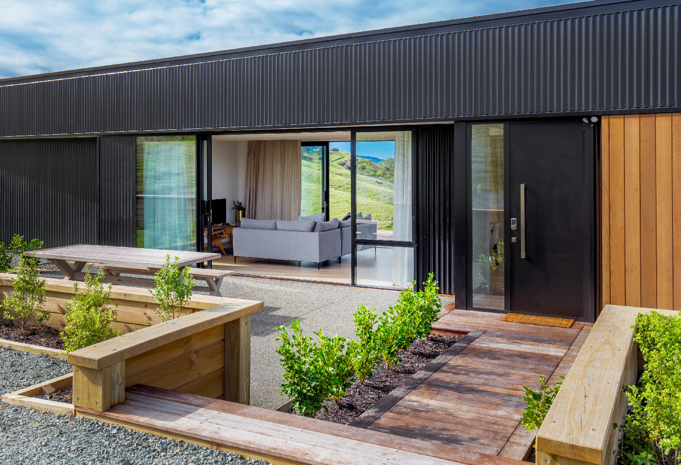 Gallery - Located just 10 minutes drive from central Blenheim, The Nineteenth is set on a private vineyard and features expansive views over surrounding vineyards, farmland and Marlborough Golf Course.