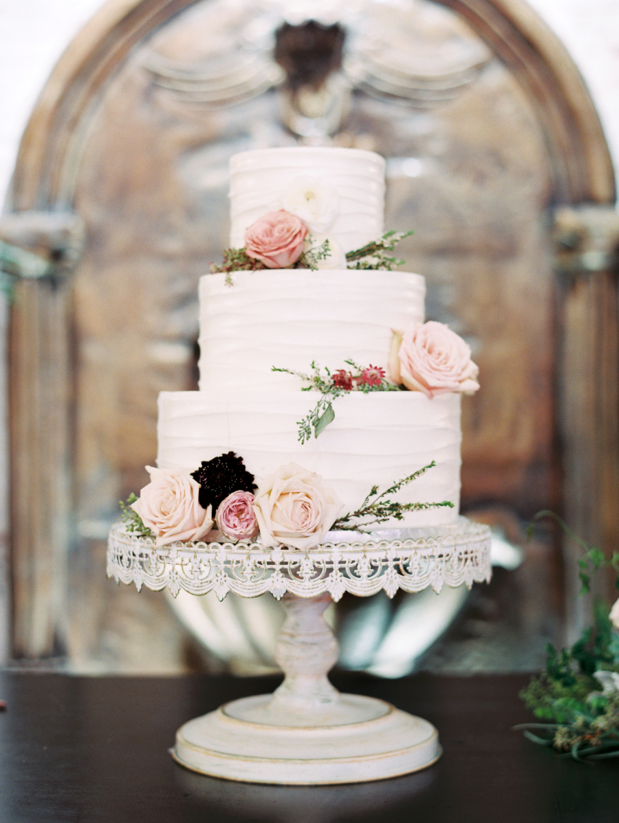 WE BELIEVE YOUR WEDDING SHOULD BE PERFECT.SO YOUR CAKE IS. - LAYER CAKE BAKERY