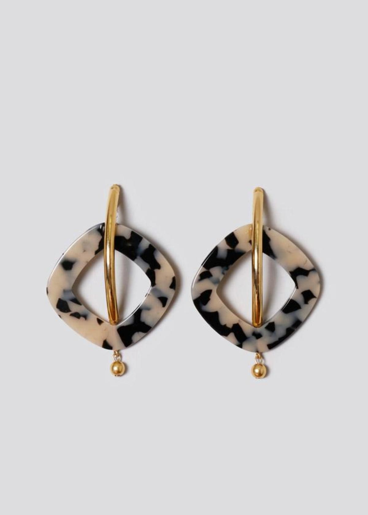 Realm-Earring-in-Dalmatian-Gold-20180201202431.jpg