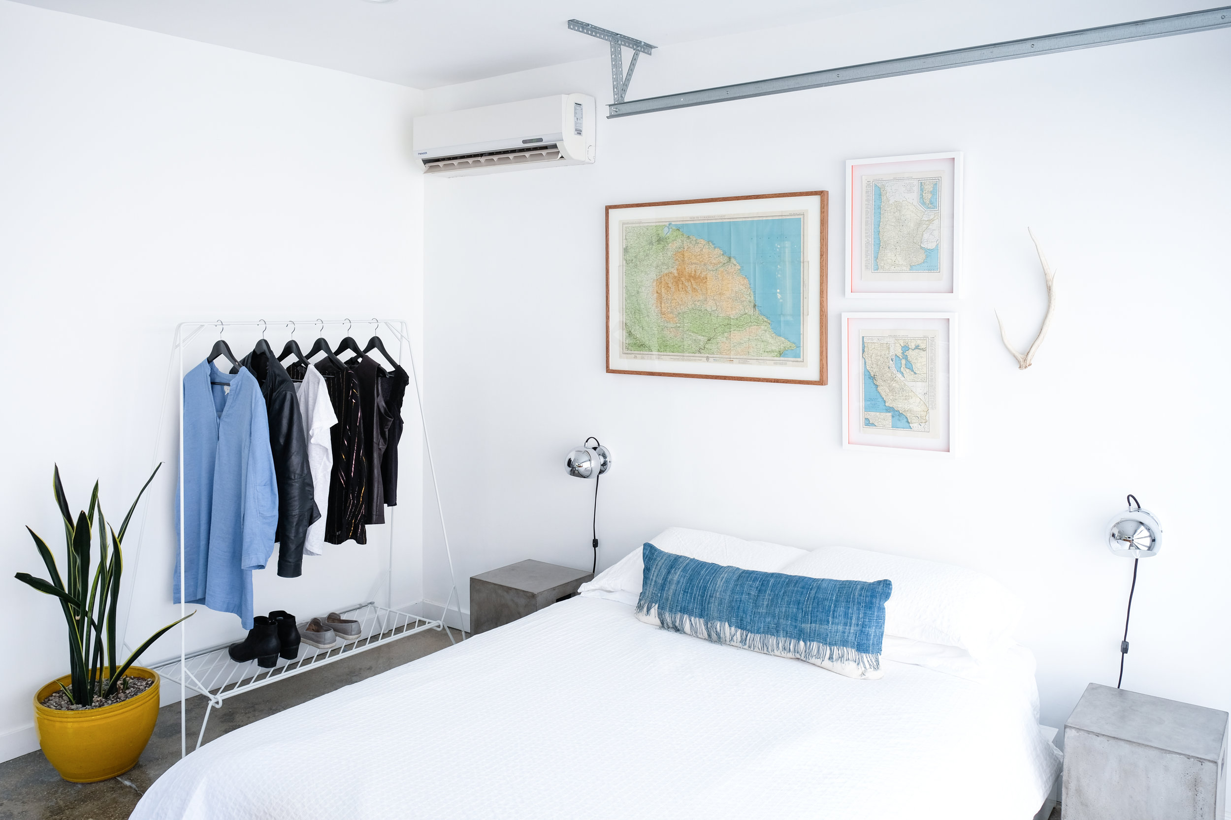 I'd want to try open clothes storage like this. I usually wear mostly black and Jeff was surprised to see blue in my vacation wardrobe!