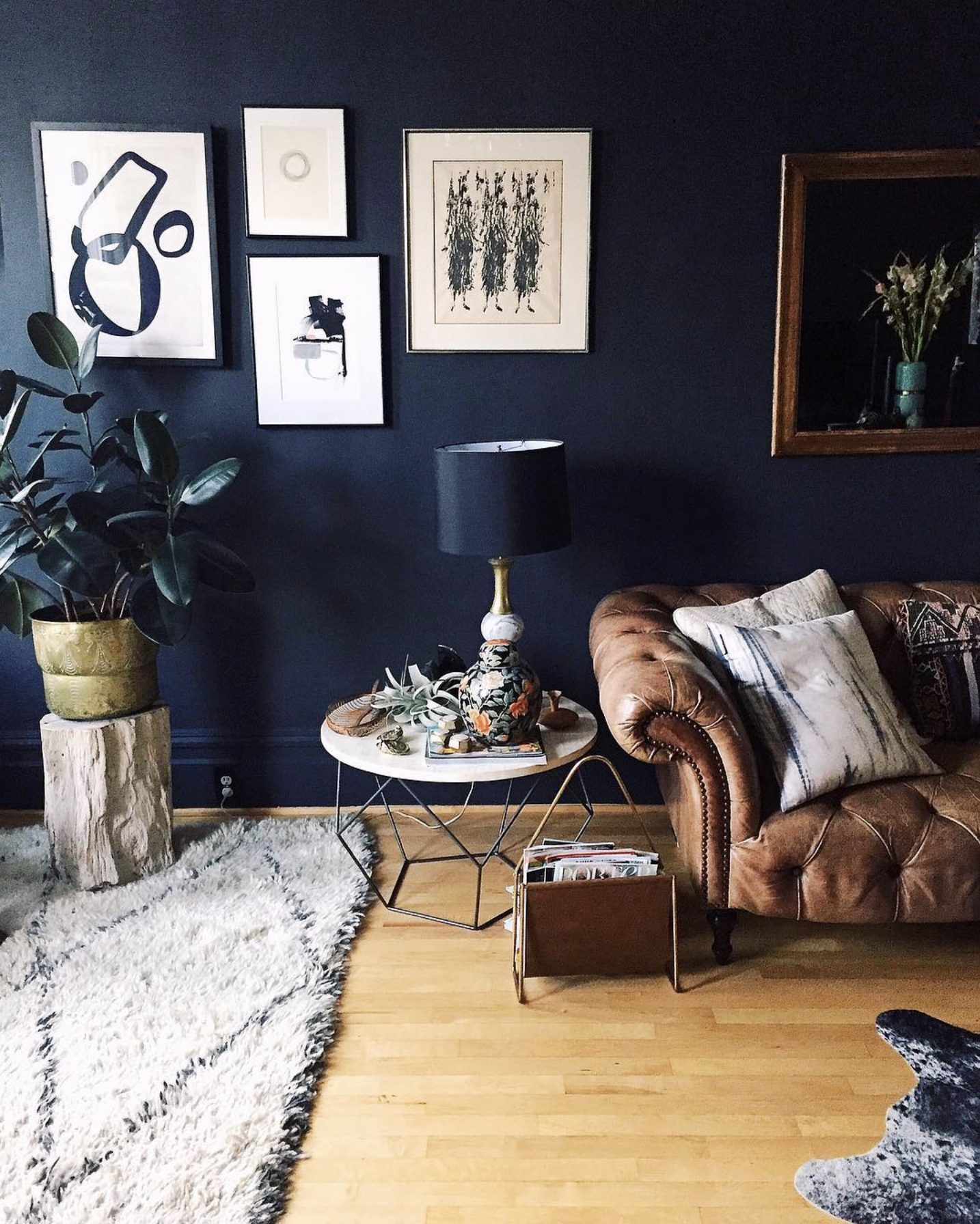 Source   . Kelly Lack's San Francisco home is so inspiring. Give her a follow if you don't already!