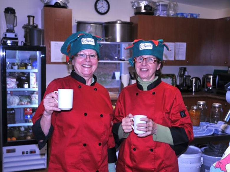 Francine et Thérèse dans la cuisine de transformation