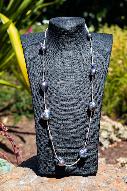 Baroque Pearl Sting Necklace