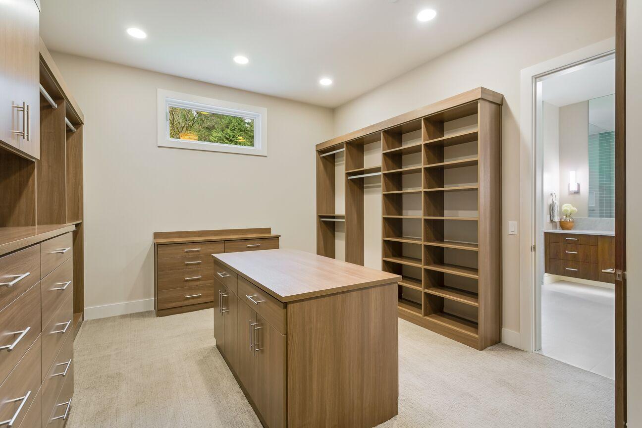 SRE-Lot1-master-closet.jpg