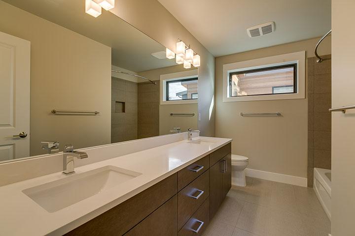 Main-Upstairs-Bathroom.jpg