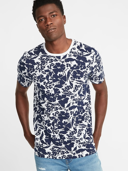 WOAH pattern! Your headshot is about you, not your shirt. © Old Navy
