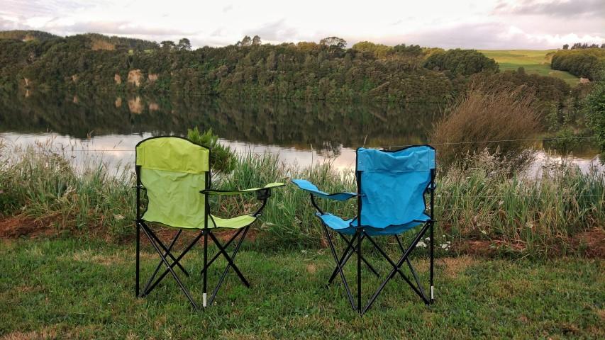 20171210_new_zealand_waikato_lake_arapuni_arohana_doc_campsite_golden_hour_chairs (Small).jpeg