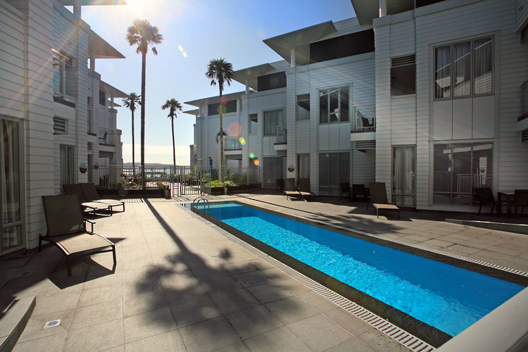 The Waterfront Suites, Paihia - Modern, luxurious aparthotel in great location, only steps from Paihia's town centre and the beach.
