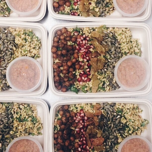 Summer break is officially over and we're slowly getting back to our routines. Prepping and getting all meals per day covered can be a challenge. Especially if you're lacking inspiration! 🤔🥗🍲 ⠀⠀⠀⠀⠀⠀⠀⠀⠀ So, how about a bulgur salad for lunch tomorrow? ⠀⠀⠀⠀⠀⠀⠀⠀⠀ Here is how we do it: - Soak bulgur overnight in water with some lemon juice - Mix the bulgur with parsley and red onion - Mix olive oil with your favorite hot spices and cover some boild chickpeas with the mix, roast until crunchy and nice texture - Mix all together and garnish with pomegranate seeds, yellow raisins and toasted pumpkin seeds - Roast red paprika and walnuts and let cool down, blend together with spring onion, garlic and lemon juice, if you want you can add breadcrumbs too. Serve dip on side or pour over the salad - Enjoy! 👩🌾🌱🌞